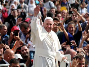 Pope_Francis_in_St_Peters_Square