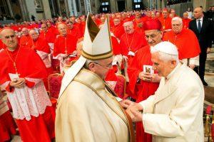 Paavi ja emeritus paavi